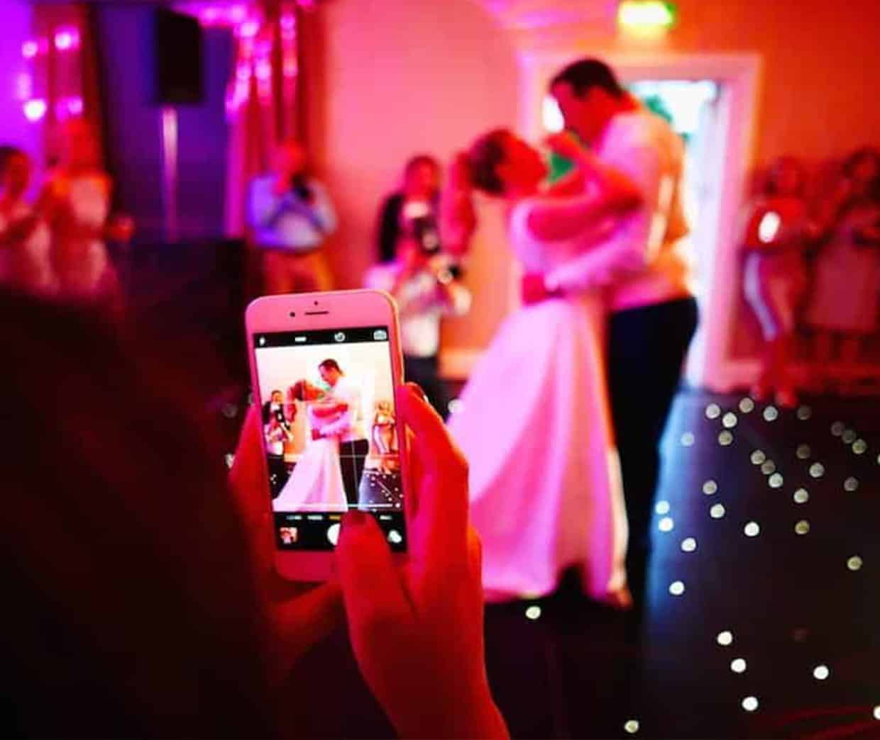 5 Reasons to Have a Mobile Photo Booth for Your Wedding